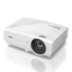 Мультимедийный проектор BenQ MH750.