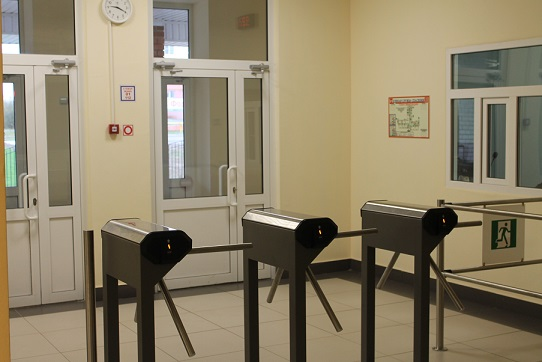 Установка турникетов на входной зоне лицея в Семенове